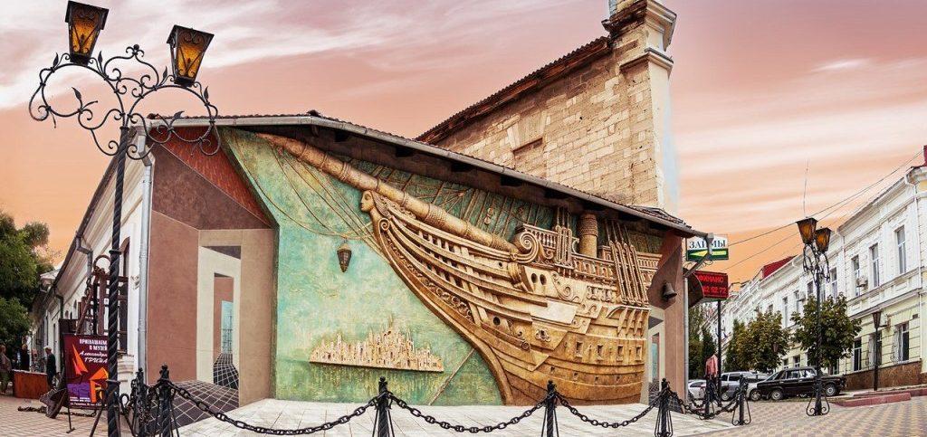 День народного единства в Феодосии: рыцарские бои, тяжелоатлеты на площади и ночь в музеях