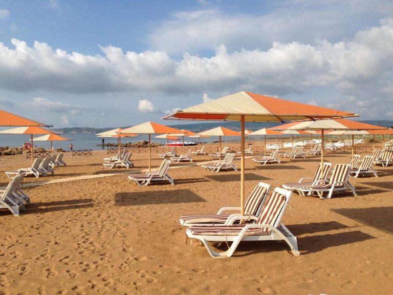 пляж отеля Алые Паруса в Феодосии