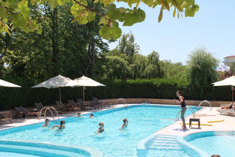 Открытый бассейн отеля Алые Паруса