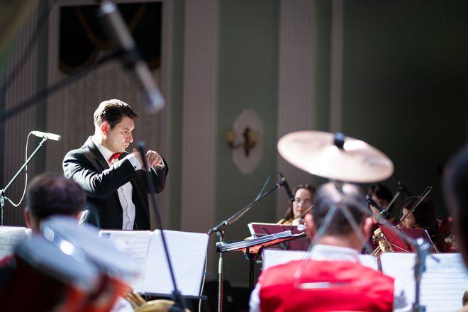 26 июля в 19:00 в честь дня города Крымская государственная филармония приглашает в ДКТ«Чайка» на уже полюбившуюся программу «Дюны музыки прибрежной»