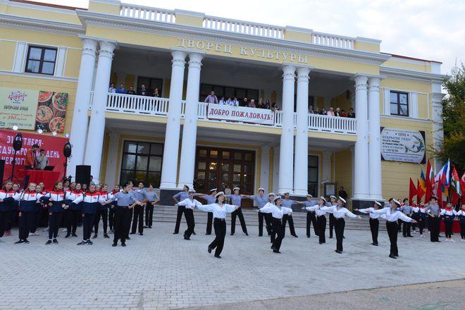 Во Дворце Культуры и Творчества «Чайка» отметили Международный день Чёрного Моря. 26 октября состоялось грандиозное празднование с танцами, фотовыставкой, награждением ветеранов рыбколхоза «Волна революции» и концертом.