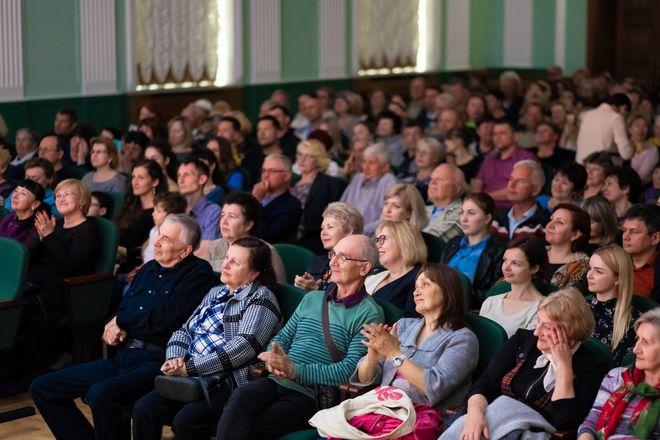 Дворец Культуры и Творчества «Чайка» приглашает на празднование Дня народного единства. 09 Ноября в 18:00 состоится концерт «С Россией бьётся сердце Крыма». Билеты от 250 рублей.