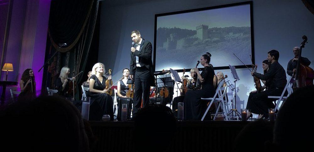 Приглашаем Вас 19 января в ДКТ «Чайка» на концерт «Картинки с выставки». Начало в 19:00. Билеты от 250 рублей.
