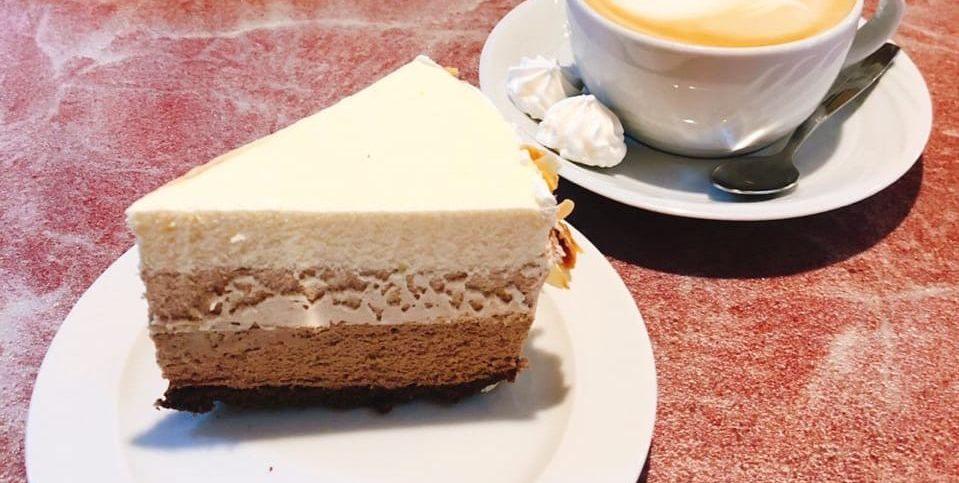 Кофейня курортного комплекса «Алые Паруса» приглашает Вас за свежими десертами